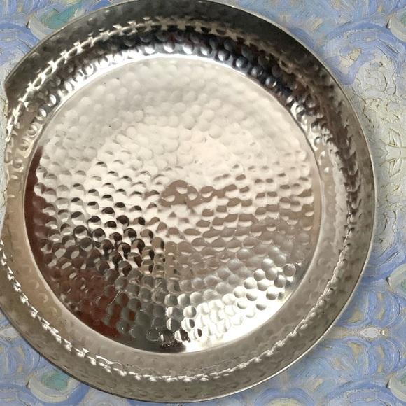 Threshold Hammered aluminum round tray